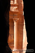 Photo d'une colonne du temple de Petra en jordanie