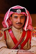 Portrait d'un soldat jordanien en costume de la patrouille du désert
