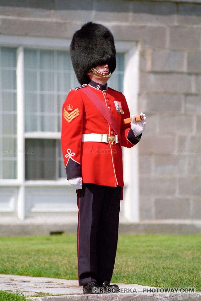 Photos de garde Anglais : photo d'un garde au chateau de Frontenac au Québec