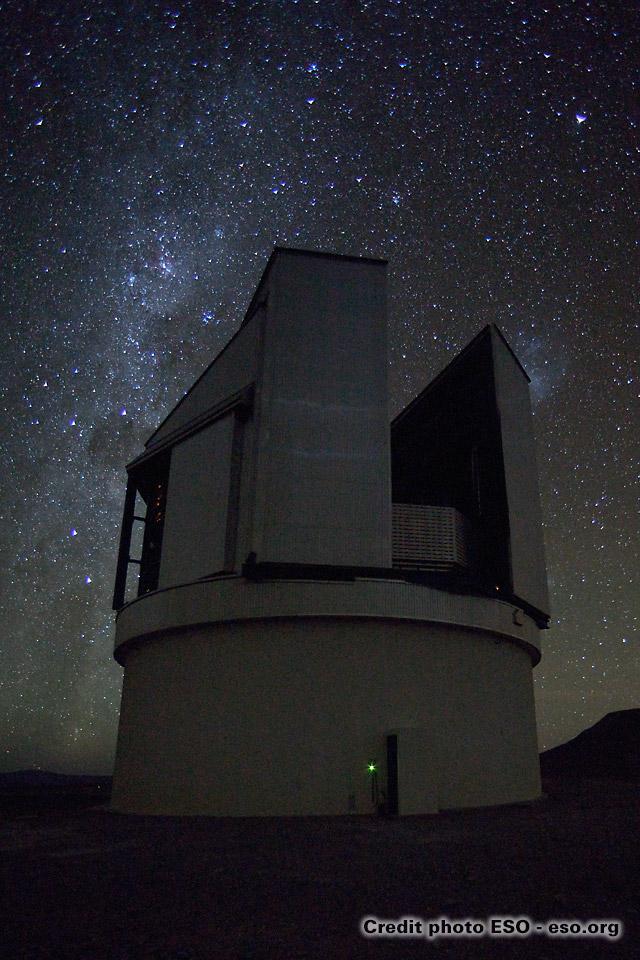 étoiles et télescope VLT à Paranal au Chili