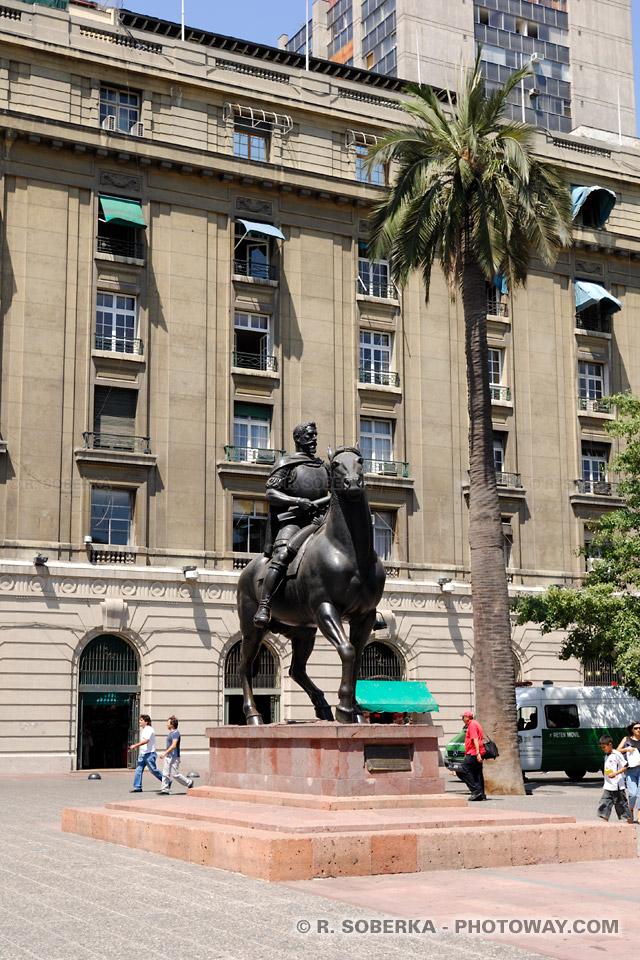 Photos de la statue de Pedro de Valdivia un conquistador espagnol du Chili