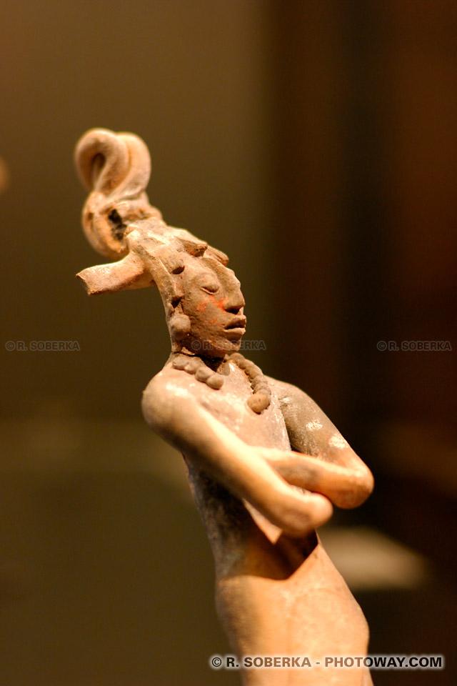 Photo d'un Silbato : Image d'un guerrier maya au musée de Santiago du Chili
