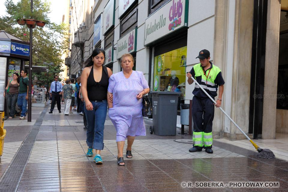Photo de Chiliens : photos des ruelles de Santiago Capitale du Chili