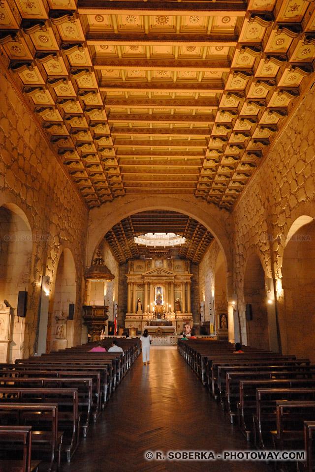 Eglise San Francisco un édifice colonial des moines franciscains à Santiago