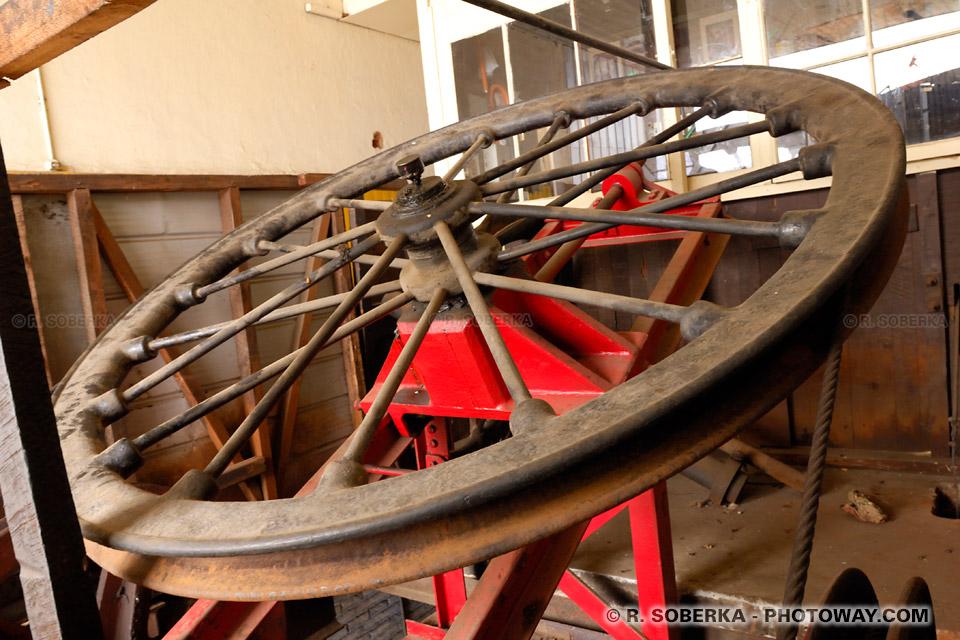 oue et cable en acier d'un funiculaire de Valparaiso