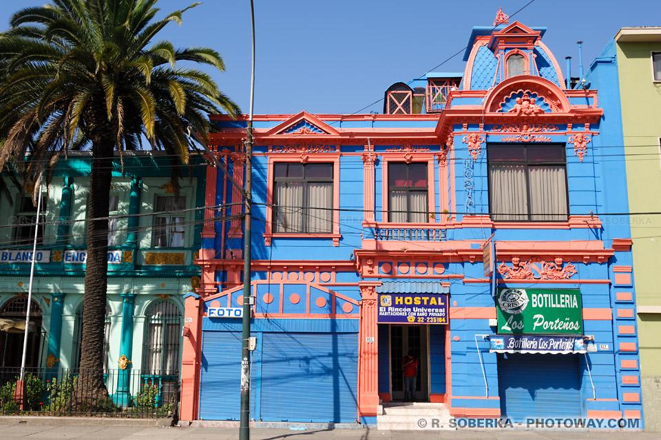 battisses coloniales , maison colorée à Valparaíso au Chili