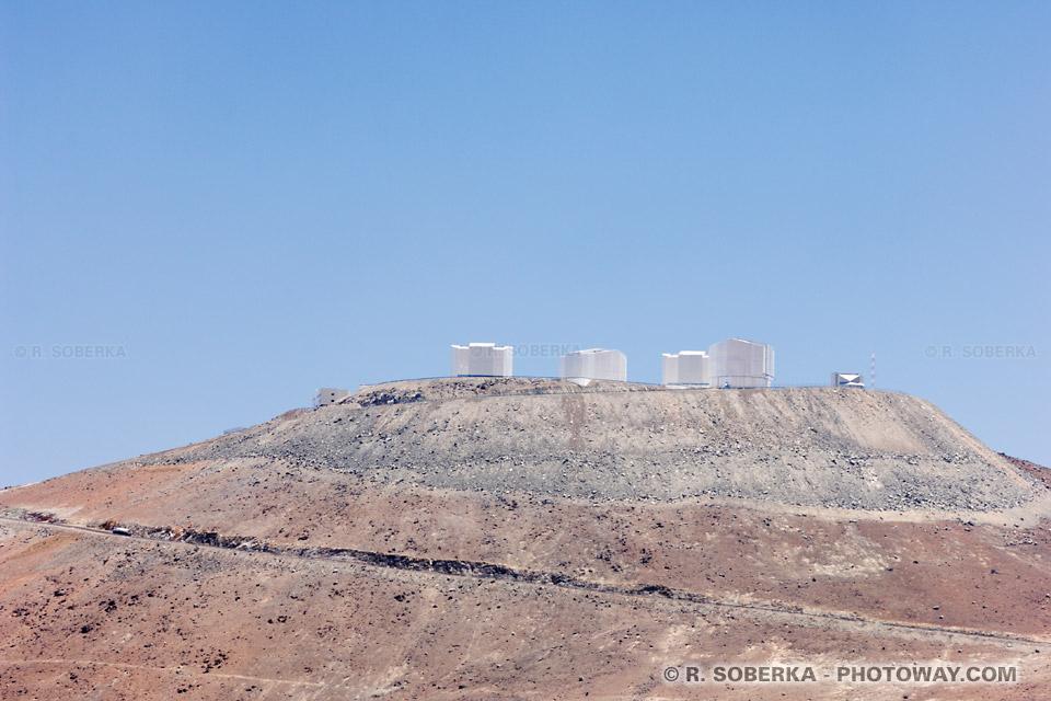 VLT photo du Very Large Telescope au Chili dans le desrt d'Atacama
