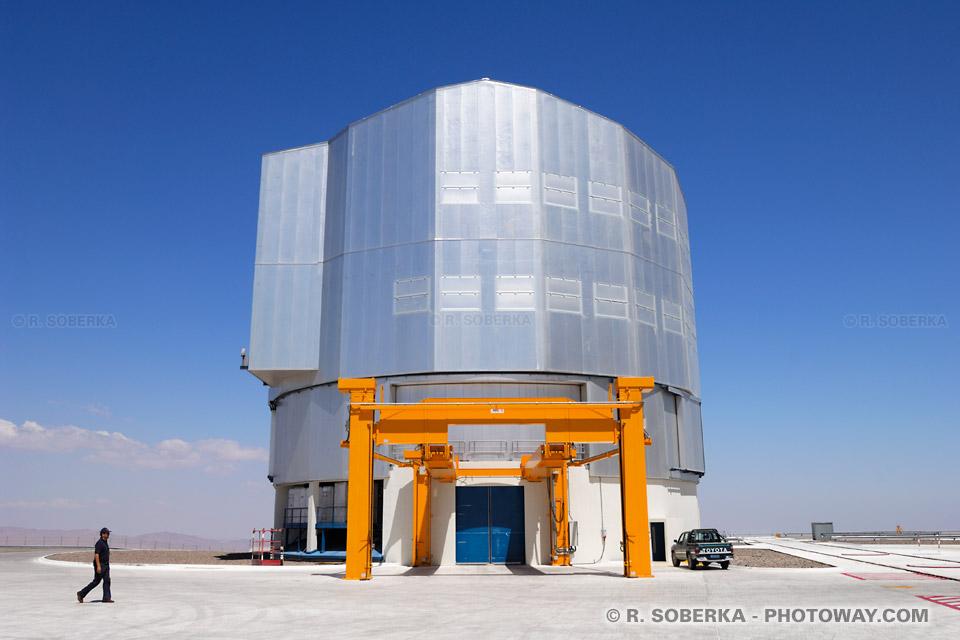 télescope géant au Chili image télescope VLT à Paranal