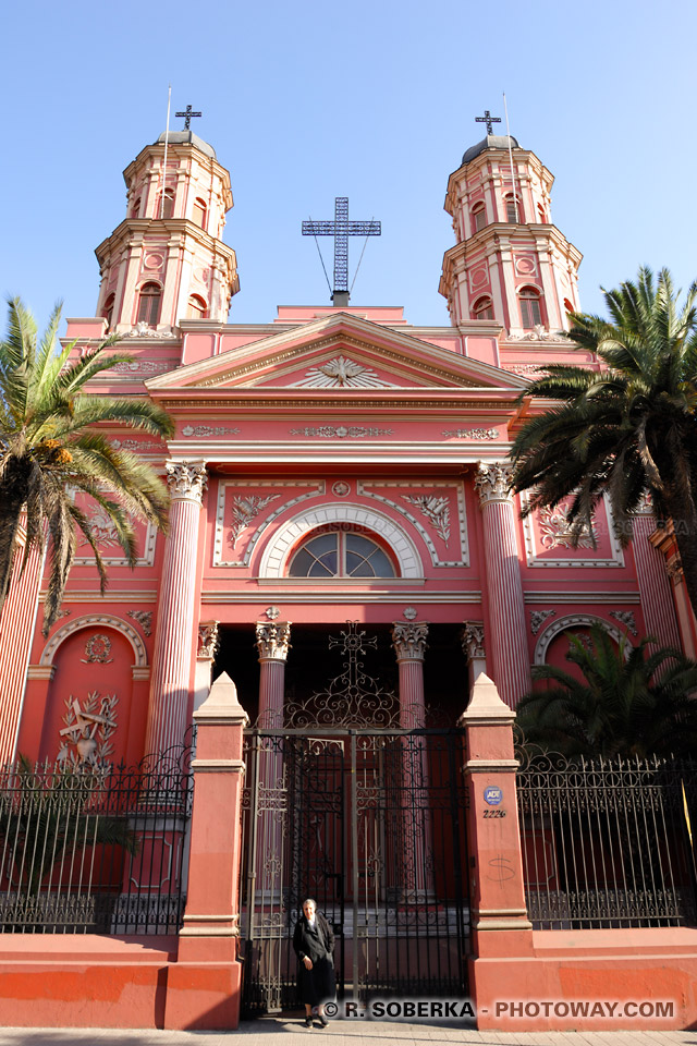 Photo d'une église dans le quartier Brasil de Santiago du Chili