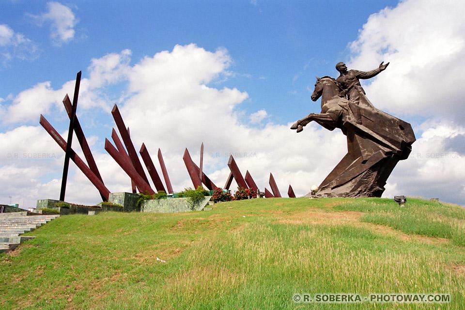 image Photos monuments staliniens images de la révolution castriste à Cuba