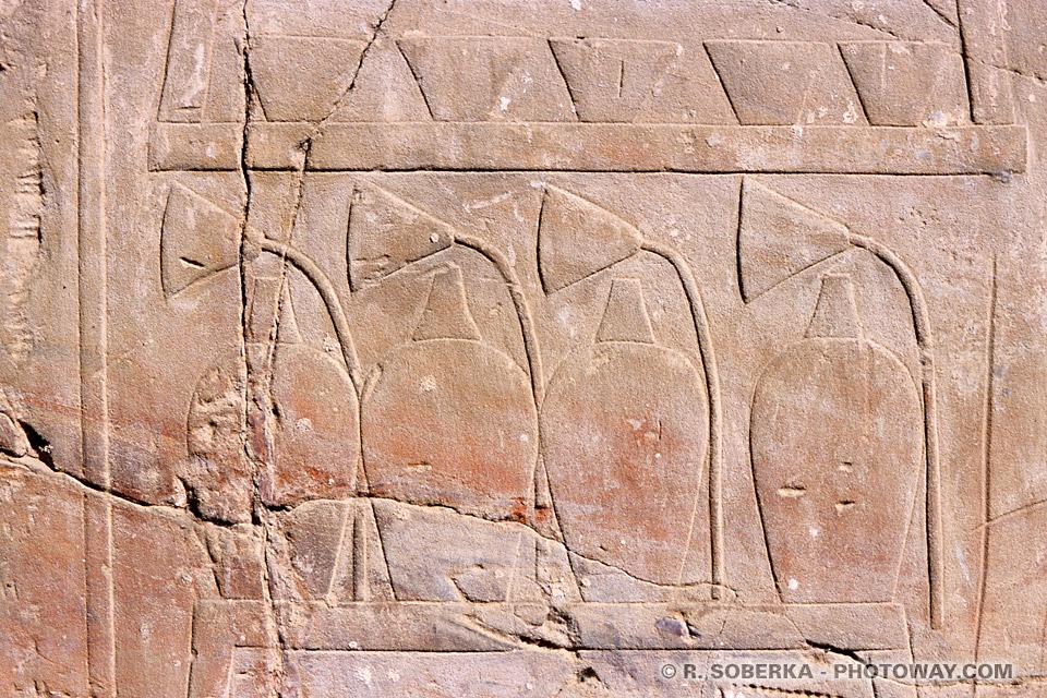 image de gravures égyptiennes photo fresques temple de Louxor Egypte