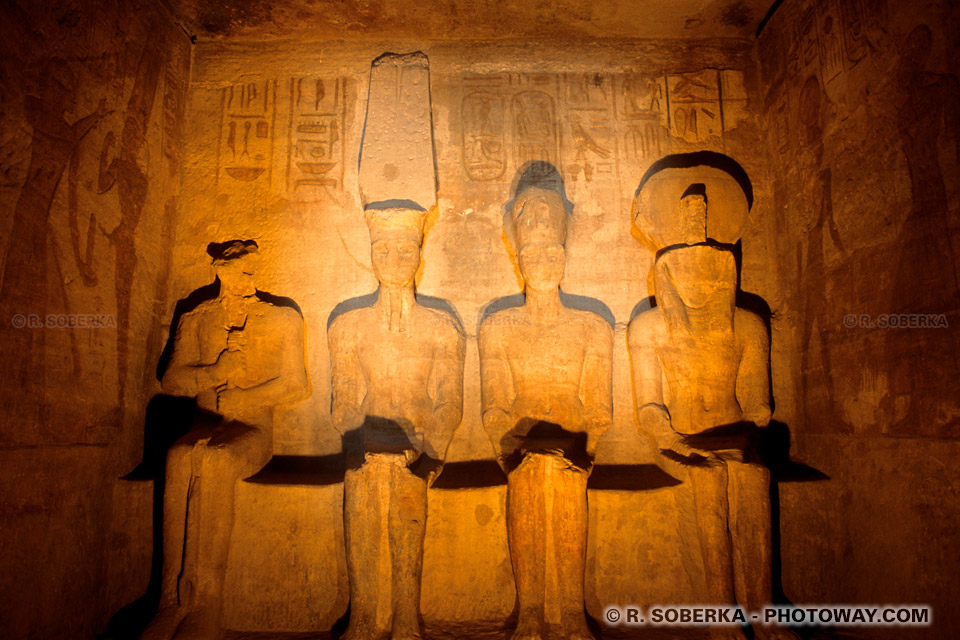 Photos de Ramsès II Ptah Amon Rê-Horakhty temple d'Abou Simbel photo guide en Egypte