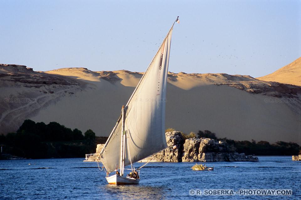 Photos d'une felouque photo bateau égyptien sur le Nil à Assouan