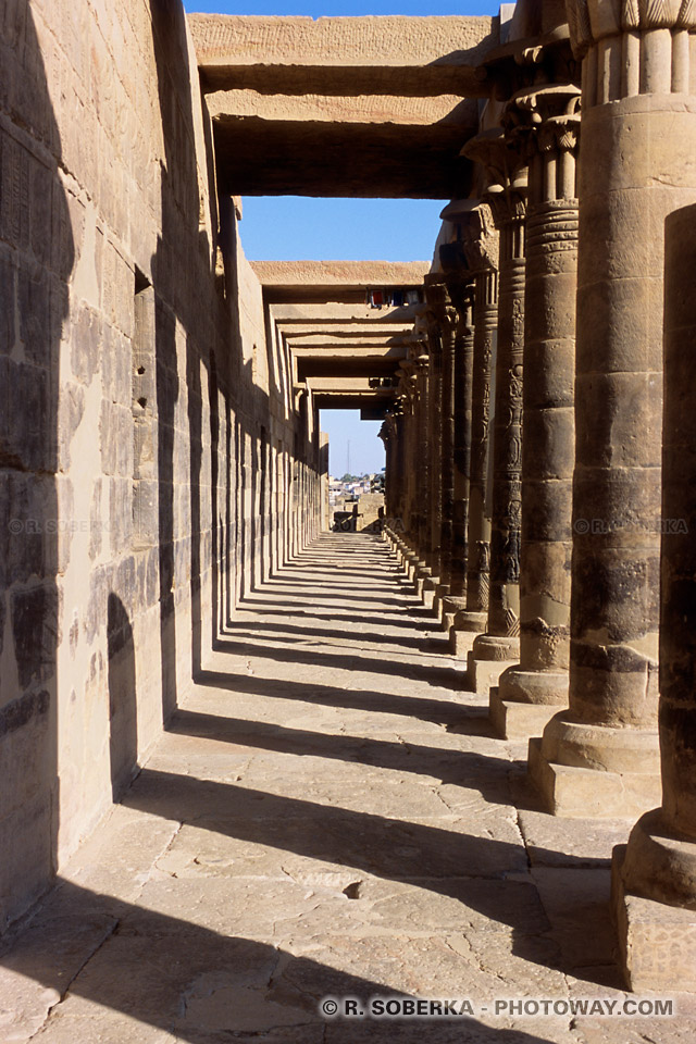 Photos des colonnes photo collones au temple de Philae en Egypte