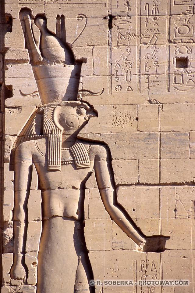 Photos du dieu Rê images de dieu photo au temple de Philae en Egypte