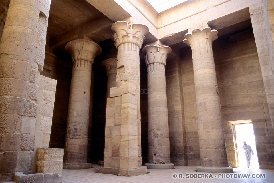 Photos de pronaos au temple de Philae guide tourisme en Egypte