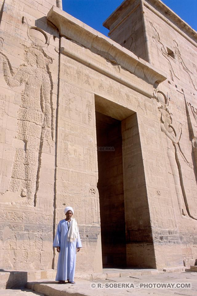 Visite du temple de Philae en Egypte visite en Photos gardien du temple