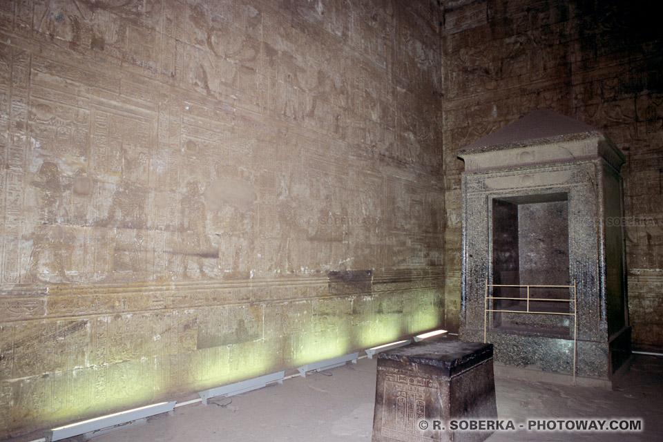 Photos du Naos photo dieu Horus visite du temple d'Edfou en Egypte