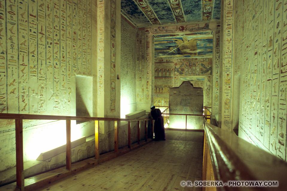 Photos de sarcophages photo visite tombe de Ramsès VI Vallée des Rois