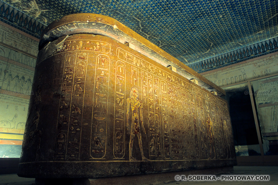 Photos du sarcophage Pharaon Thoutmosis III images guide en Egypte