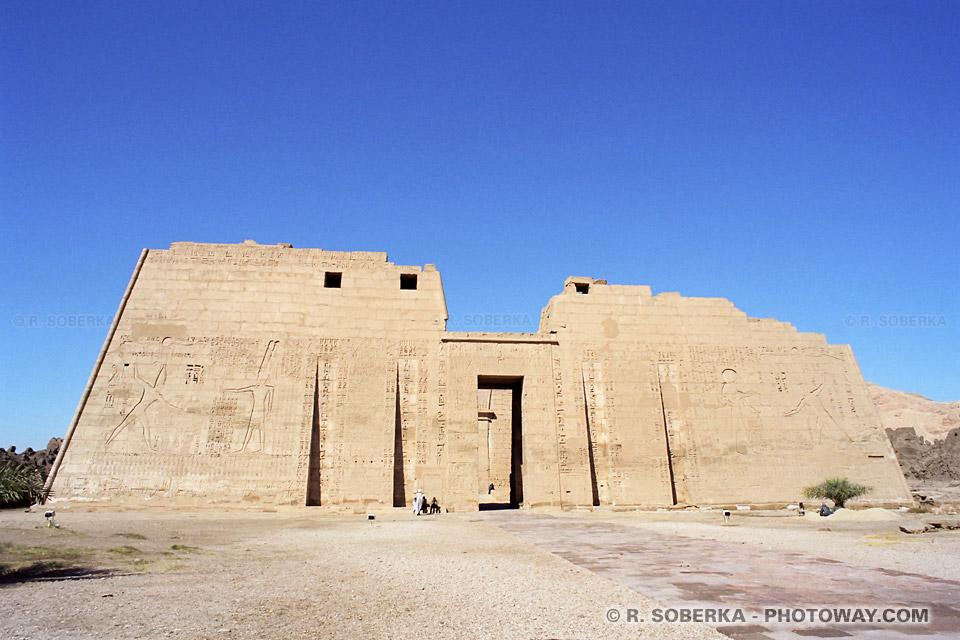 Photos du Médinet Habou photo du temple de Ramsès III vallée des Rois Egypte