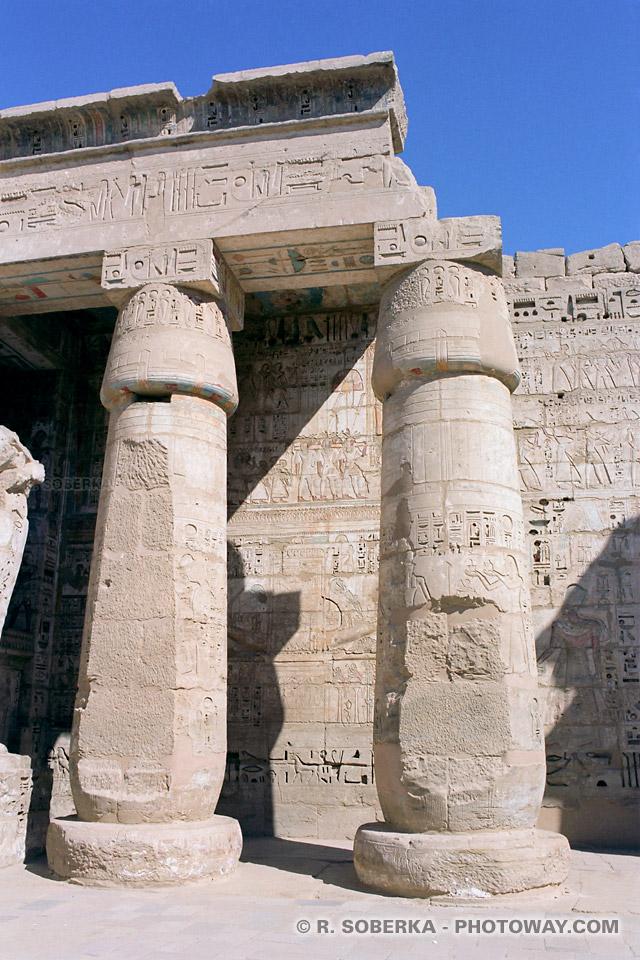Photos temple Ramsès III images colonnes photo Vallée des Rois Egypte
