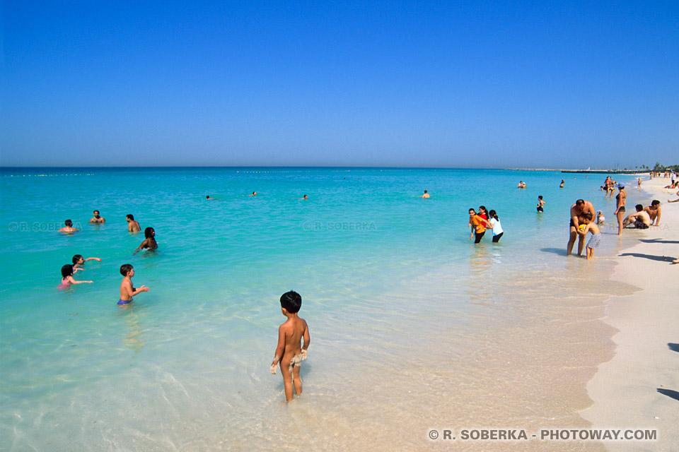 Image Vacances à Dubaï touristes russses aux Emirats Arabes Unis