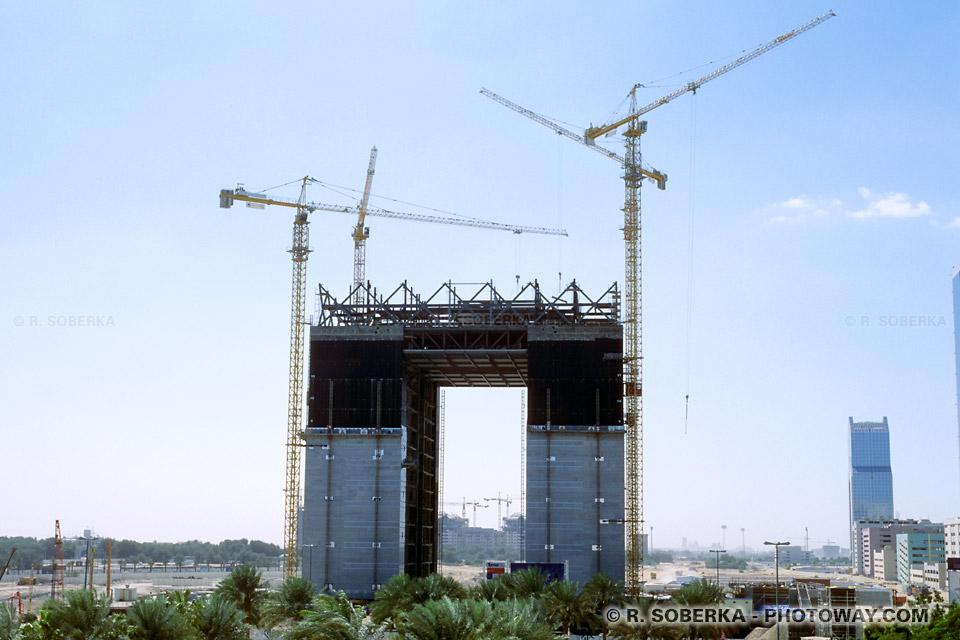 Image des Travailleurs immigrés main d'œuvre étrangère Emirats Arabes