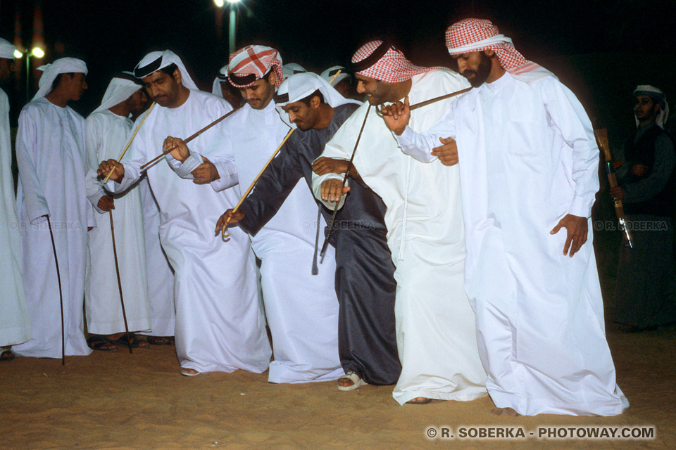 Image Photos d'arabes photo danse folklorique avec canne Emiratis Dubaï