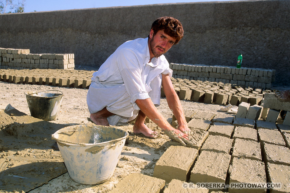 Image Photos de briques photo de lafabrication brique de terre séché