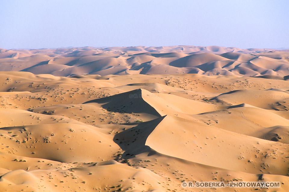 Image et Photo de l'immensité du désert photo déserts des Emirats Arabes