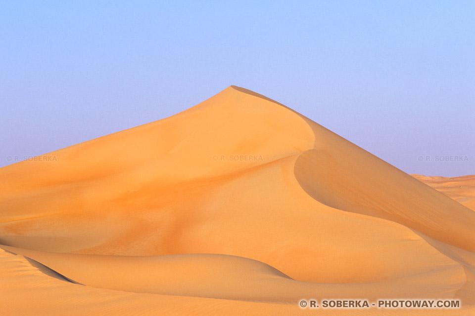 Image Photo de dunes de sable dans le désert des Emirats Arabes Unis