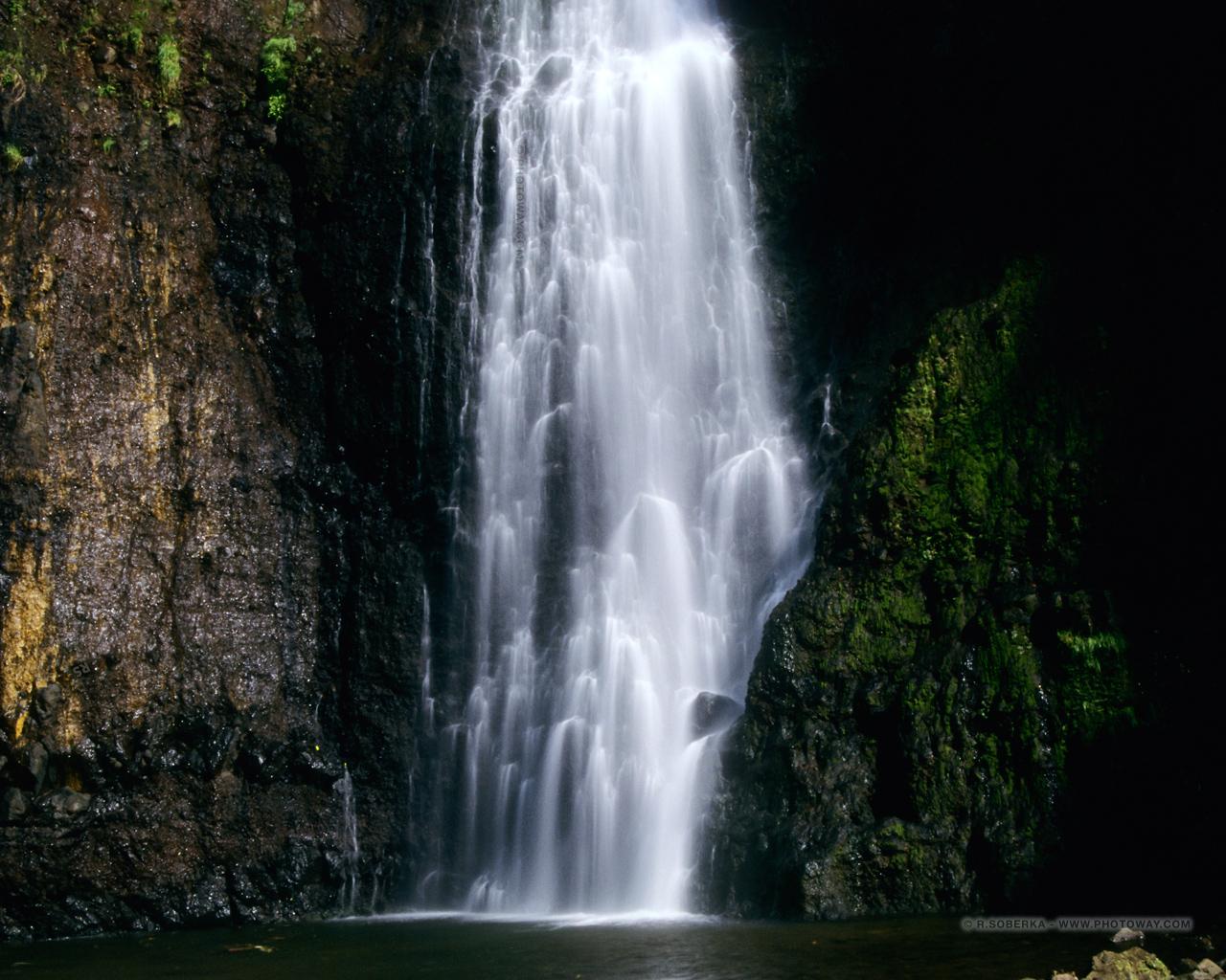 Fond d 39 cran cascade wallpaper fonds d 39 cran cascades tahiti for Fond ecran 17 pouces