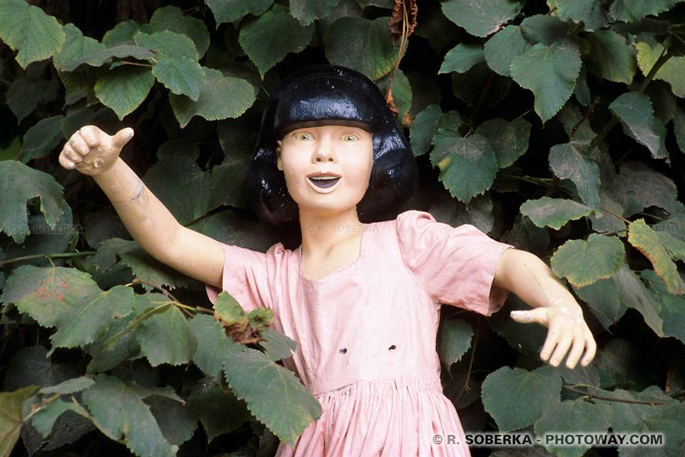 jouets anciens photo d'une poupée