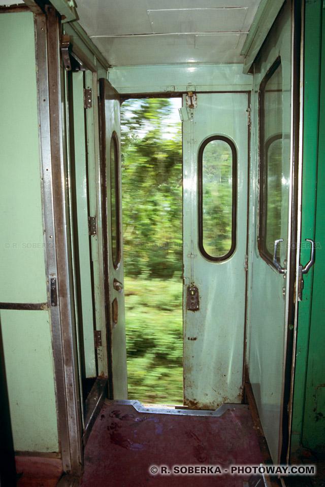 Photos du train de Jakarta à Jogjakarta voyage en Indonésie
