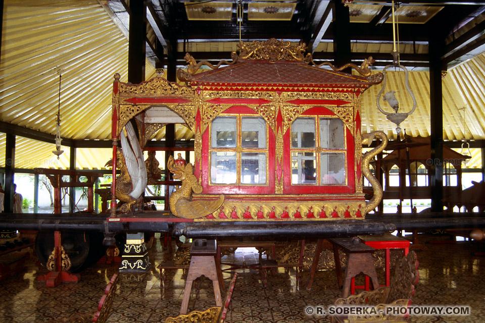 Photo d'un carrosse au palais du Sultan de Jogja