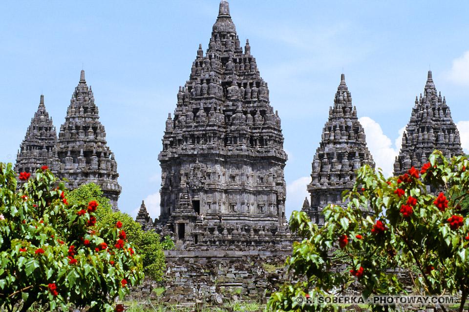 Photos de temples Hindous sur l'île de Java en Indonésie.