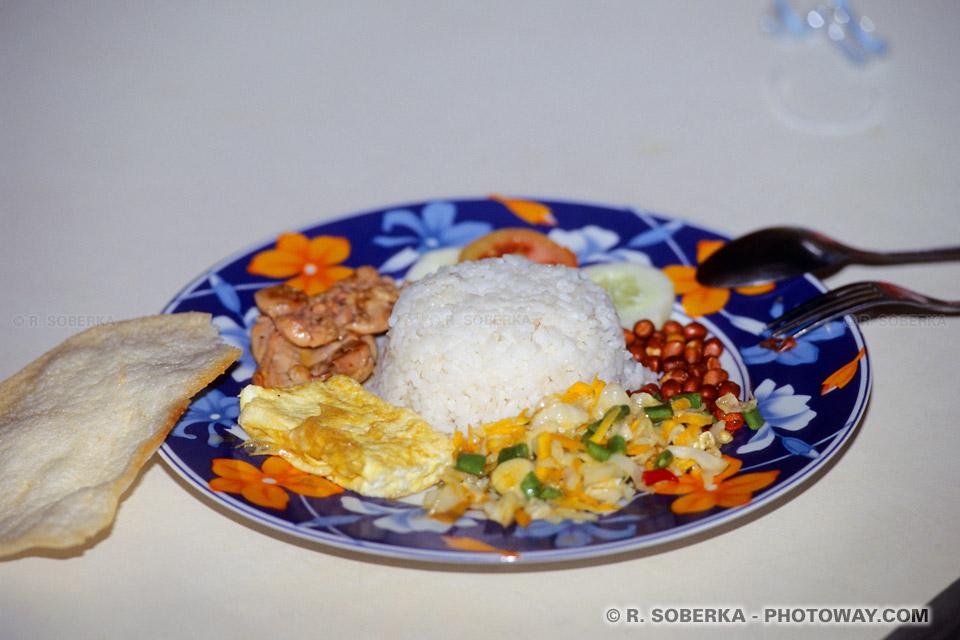 Plats traditionels indonésiens : Nasi Rames Nasi Goreng Ayam batutu