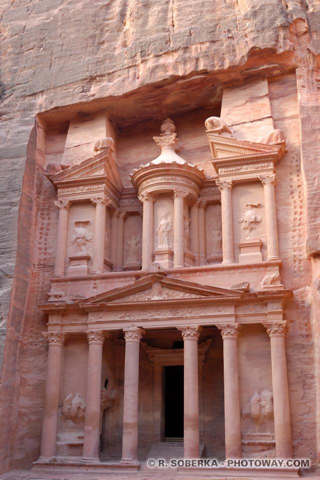 LES 7 MERVEILLES DU FORUM JRD05_434-temple-petra