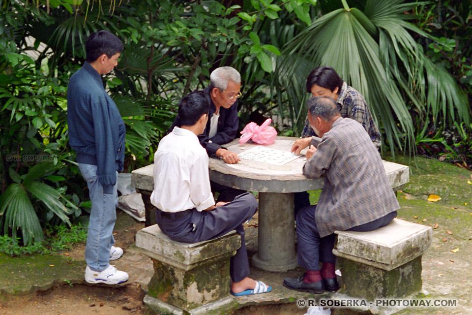 image Photos de chinois photo de chinois jouant au jeu de dames à Macao