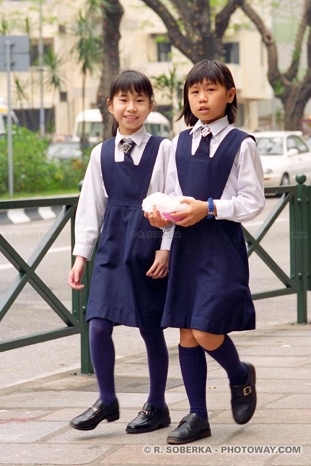 Photo d'écolières en uniforme à Macao