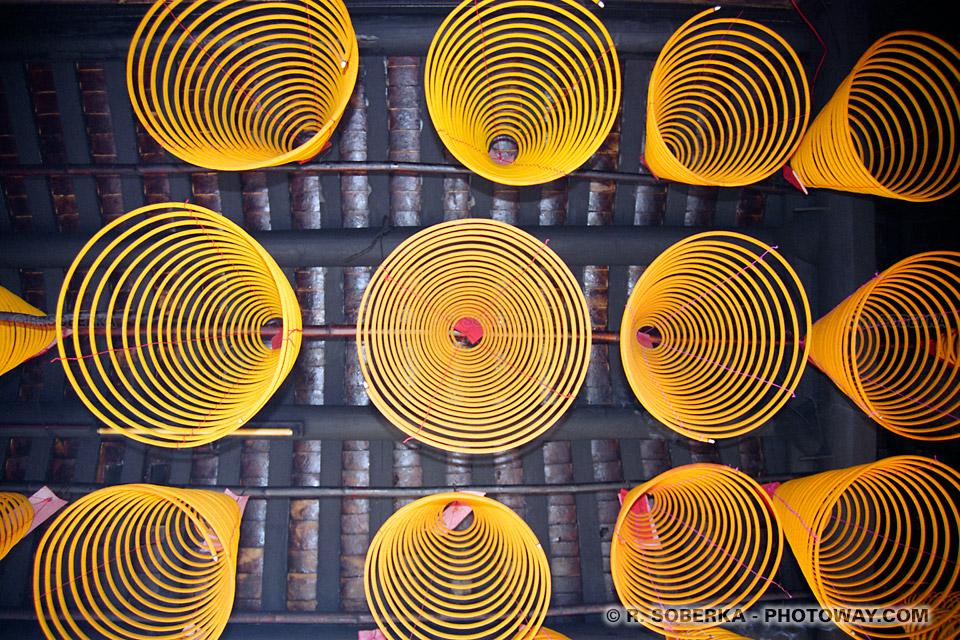 Photo de serpentins dans les temples chinois à Macao