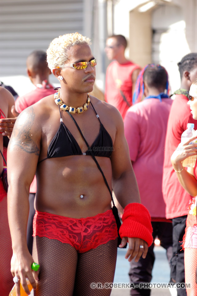 photo ridicule d'un travesti au carnaval en Martinique