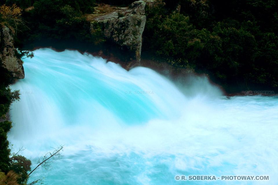 Photos de particules minérales en suspension dans l'eau