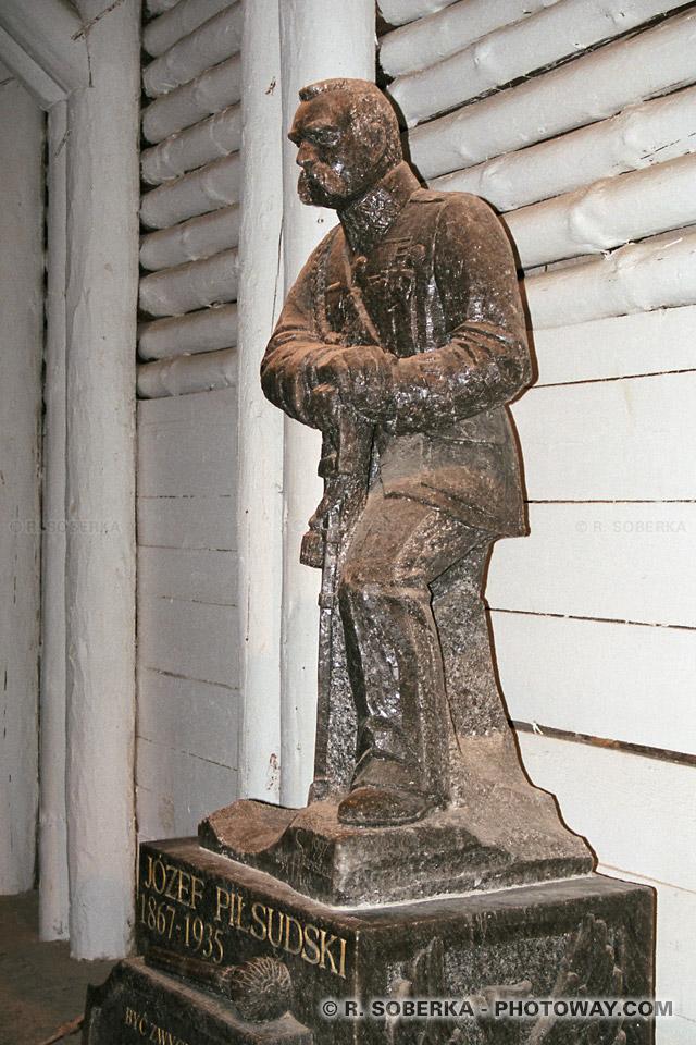 Image Photos de Jozef PILSUDSKI photo de la statue du Maréchal Polonais