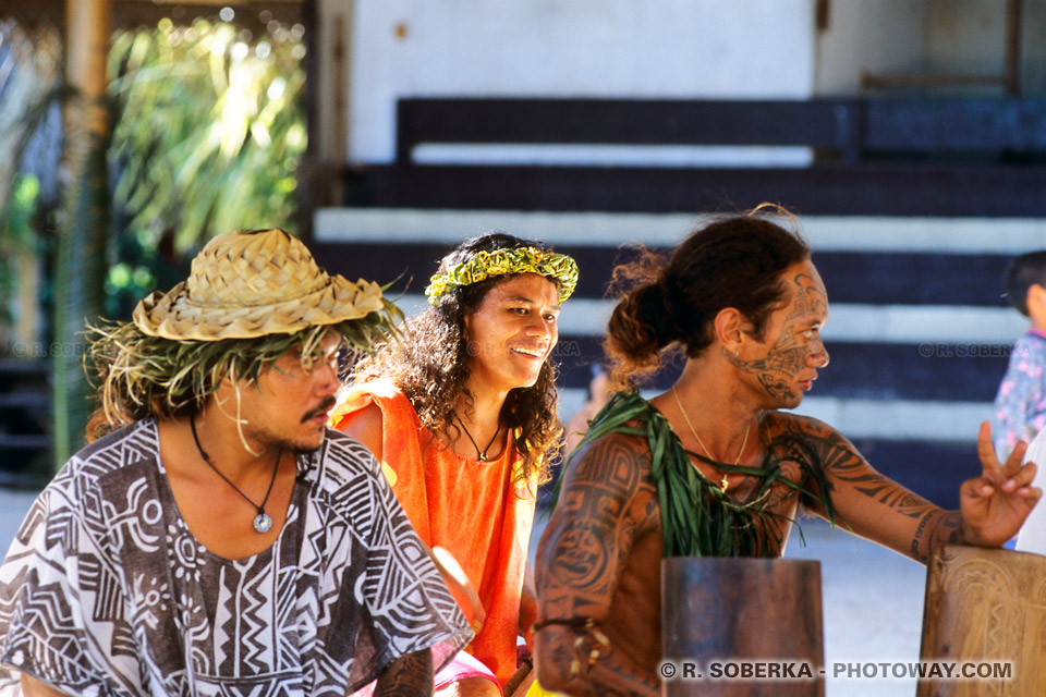 Photos de musiciens tahitiens au Tiki Village à Moorea