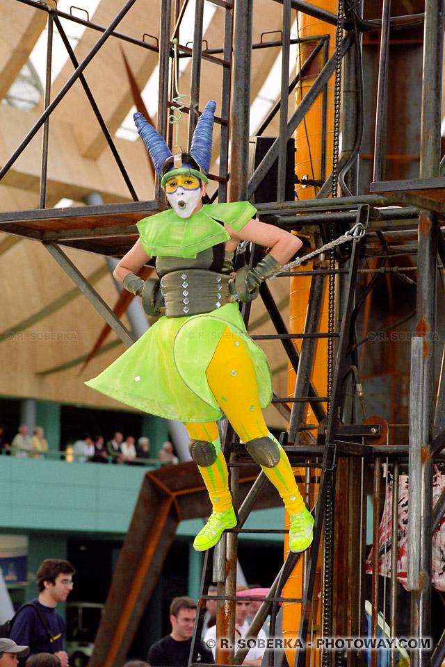 Photos d'acrobates à l'Exposition Universelle de Lisbonne reportage au Portugal
