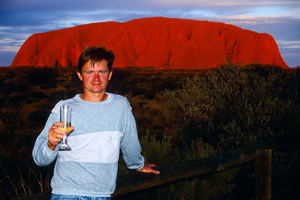 Richard Soberka à Ayers Rock en Australie lors du 1er tour du Monde de 1996