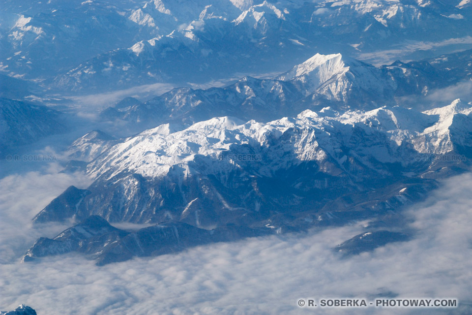 Image Photo massif montageux vu d'avion photos des massifs des Carpates