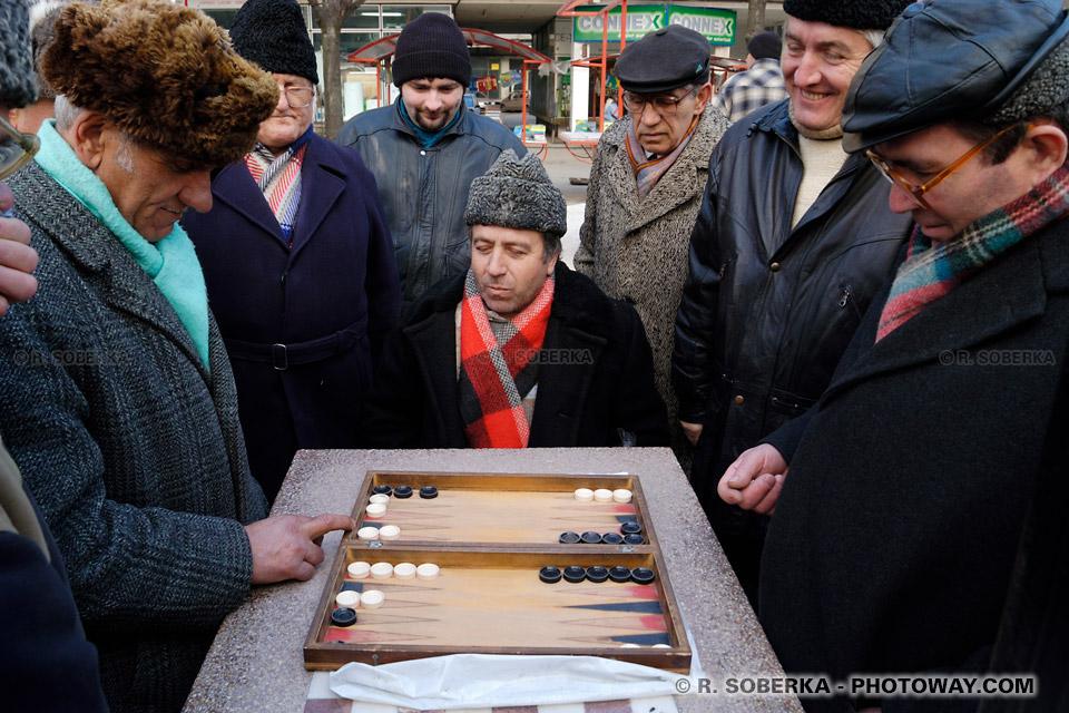 Image Photo ambiance conviviale photos de roumains joueurs de backgammon